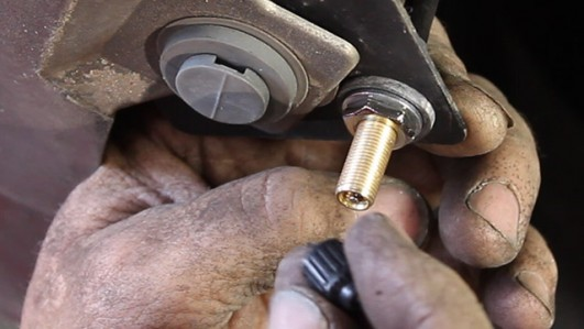 Air Lift Company How to Relieve a Schrader Valve